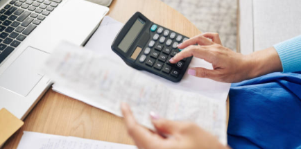 Woman-with-calculator